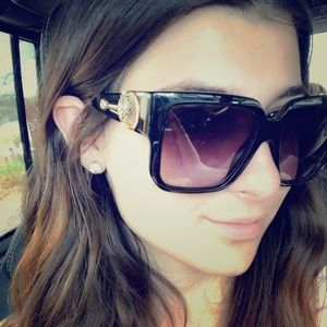 Gorgeous Gucci sunglasses very in style!